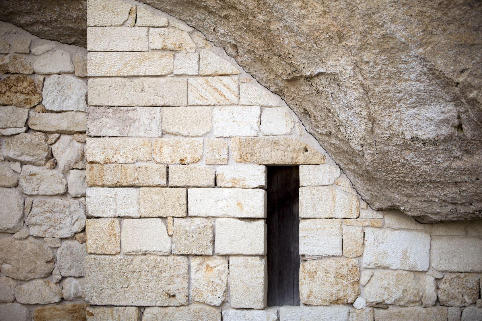 Fenêtre pierre château Ausone